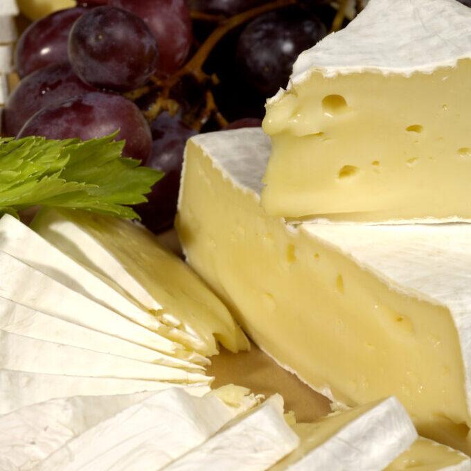oppskåret Camembert fra Derinngarden